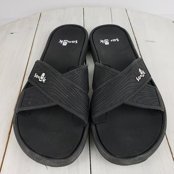 Sanuk beachwalker criss-cross rubber slides